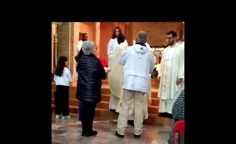 VIDEO Caorso, la prima messa di don Aldo Donelli a Muradolo