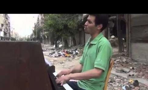 VIDEO Aeham Ahmad, il pianista di Yarmouk