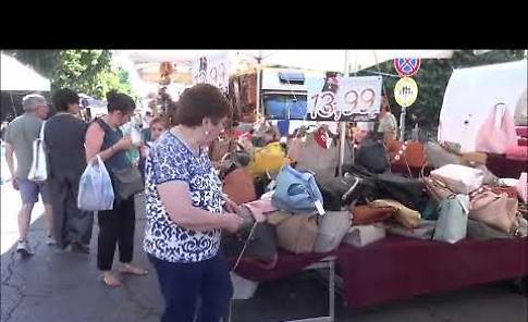 VIDEO Fiera di San Pietro a Cremona, le bancarelle in viale Po