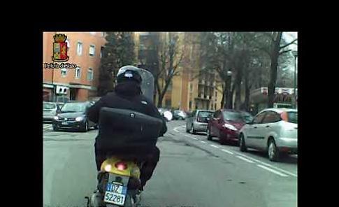 VIDEO L'inseguimento del ladro in motorino da parte della squadra mobile