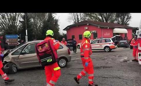 VIDEO I soccorsi dopo lo scontro tra auto