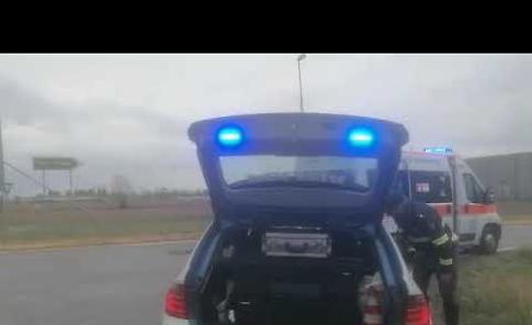 VIDEO Violento tamponamento tra auto e furgoncino, due feriti