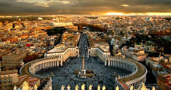 Vaccini: mano dura del Vaticano contro i dipendenti no vax