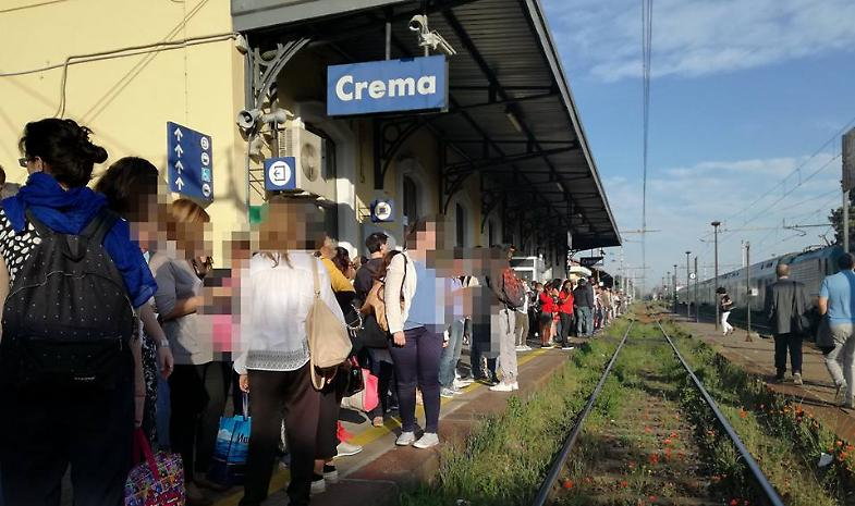 Traffico ferroviario in tilt sulla linea per Milano