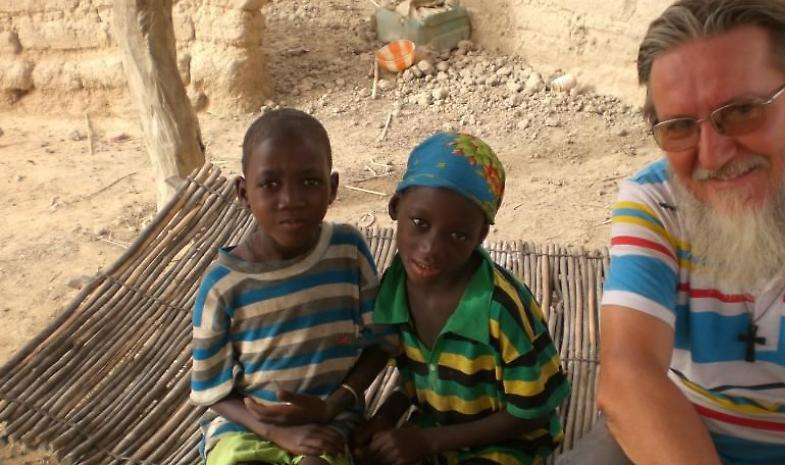 Padre Maccalli rapito in Niger, musulmani solidali: 'Atto criminale e barbaro'